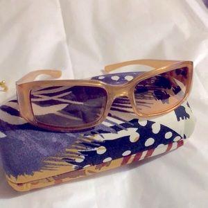 Fendi women's sunglasses / no flaws
